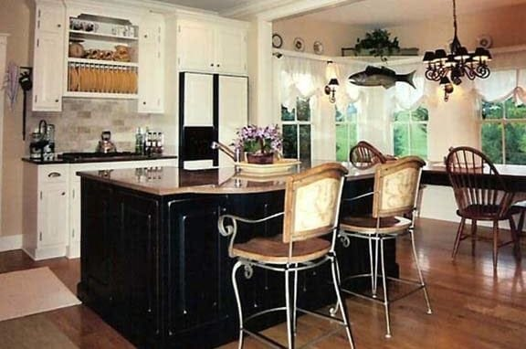 Traditional Painted Kitchen